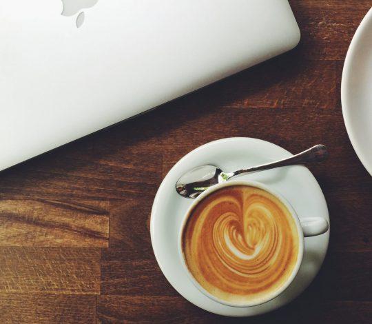 cropped-coffee-laptop.jpg